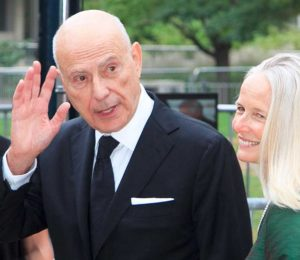 Going in Style. Und gut versorgt. Schauspieler Alan Arkin (*26.3.1934) mit seiner Frau auf dem Filmfestival in Toronto 2012